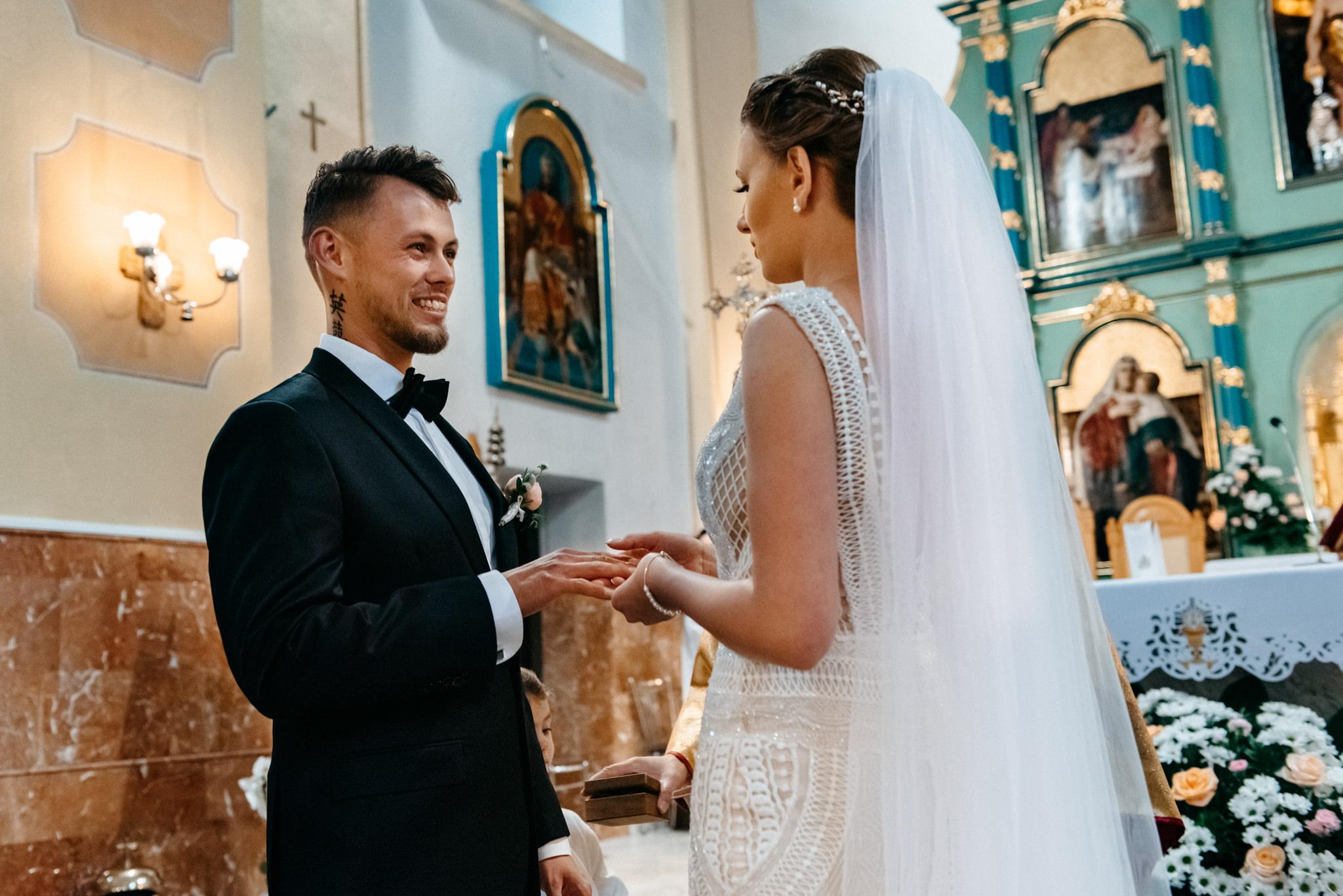 Iza i Dawid | Stylowy ślub z niesamowitą energią 43