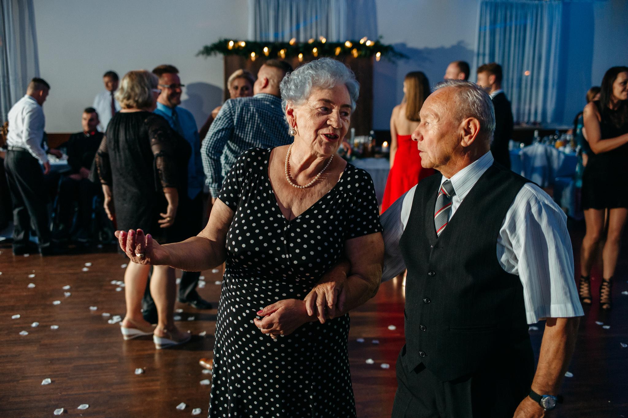 Iza i Dawid | Stylowy ślub z niesamowitą energią 76
