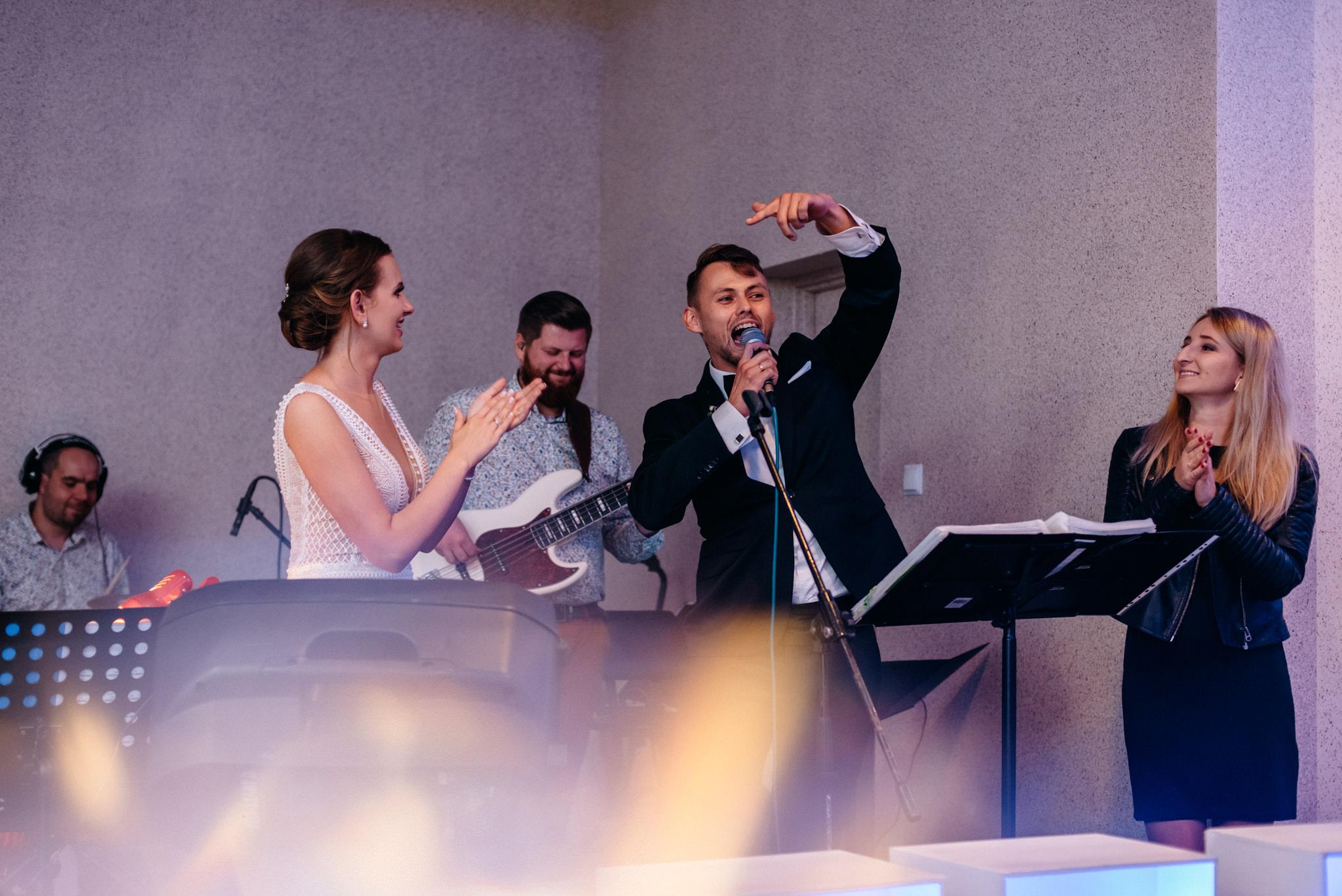 Iza i Dawid | Stylowy ślub z niesamowitą energią 82