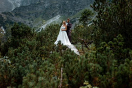Urokliwa sesja ślubna Patrycji i Jakuba nad Morskim Okiem | Tatry 16