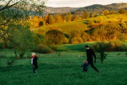 Zaskakujący pomysł na sesje rodzinną | spacer w Bieszczadach 2