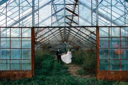 Sesja ślubna w opuszczonej szklarni | Ania i Maciek 11