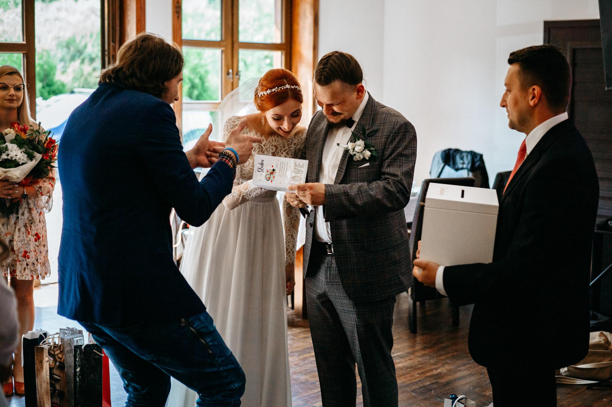 Bieszczadzki ślub Asi i Pawła | Chutor Kozacki w Łukowem 36