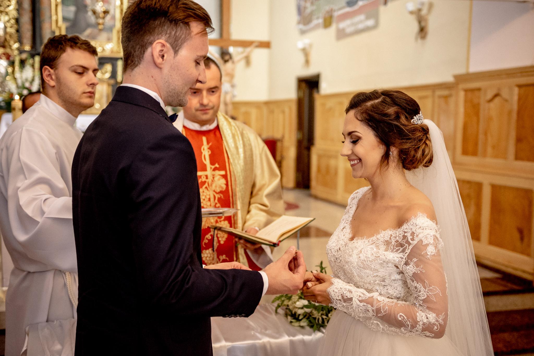 Szczególny ślub Karoliny i Tomka | hotel Forest 33