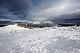 warsztaty fotograficzne w Bieszczadach Widok z przełęczy Orłowicza na Osadzki Wierch, Mroźna piękna zima
