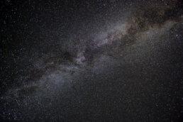 warsztaty fotograficzne w Bieszczadach rozgwieżdżone niebo nocą nad Bieszczadami to mleczna droga