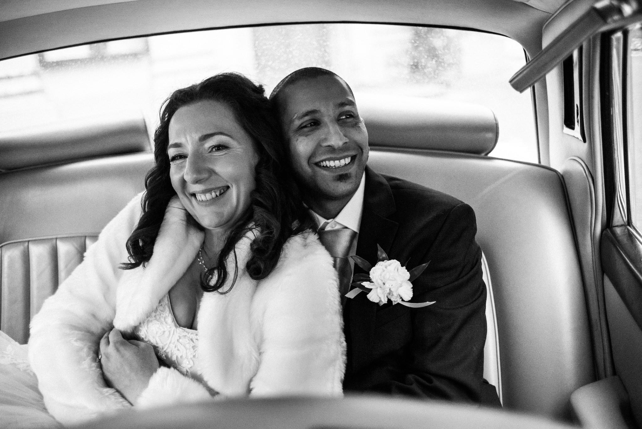 wesela 2020 nowe zasady radek Kaźmierczak zakochana para w zabytkowym samochodzie