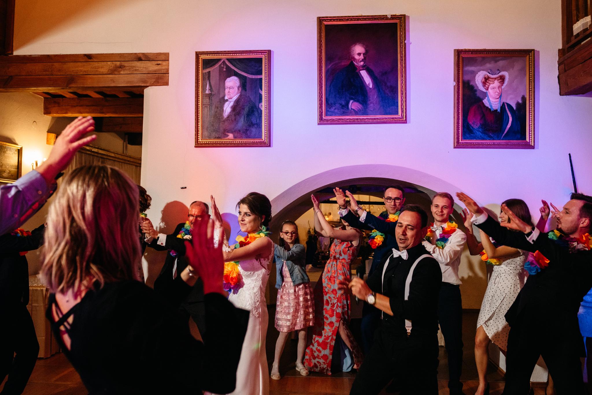 Jeden czy dwóch fotografów na ślub? | Wesele w Dworku Krościenko Wyżne 45