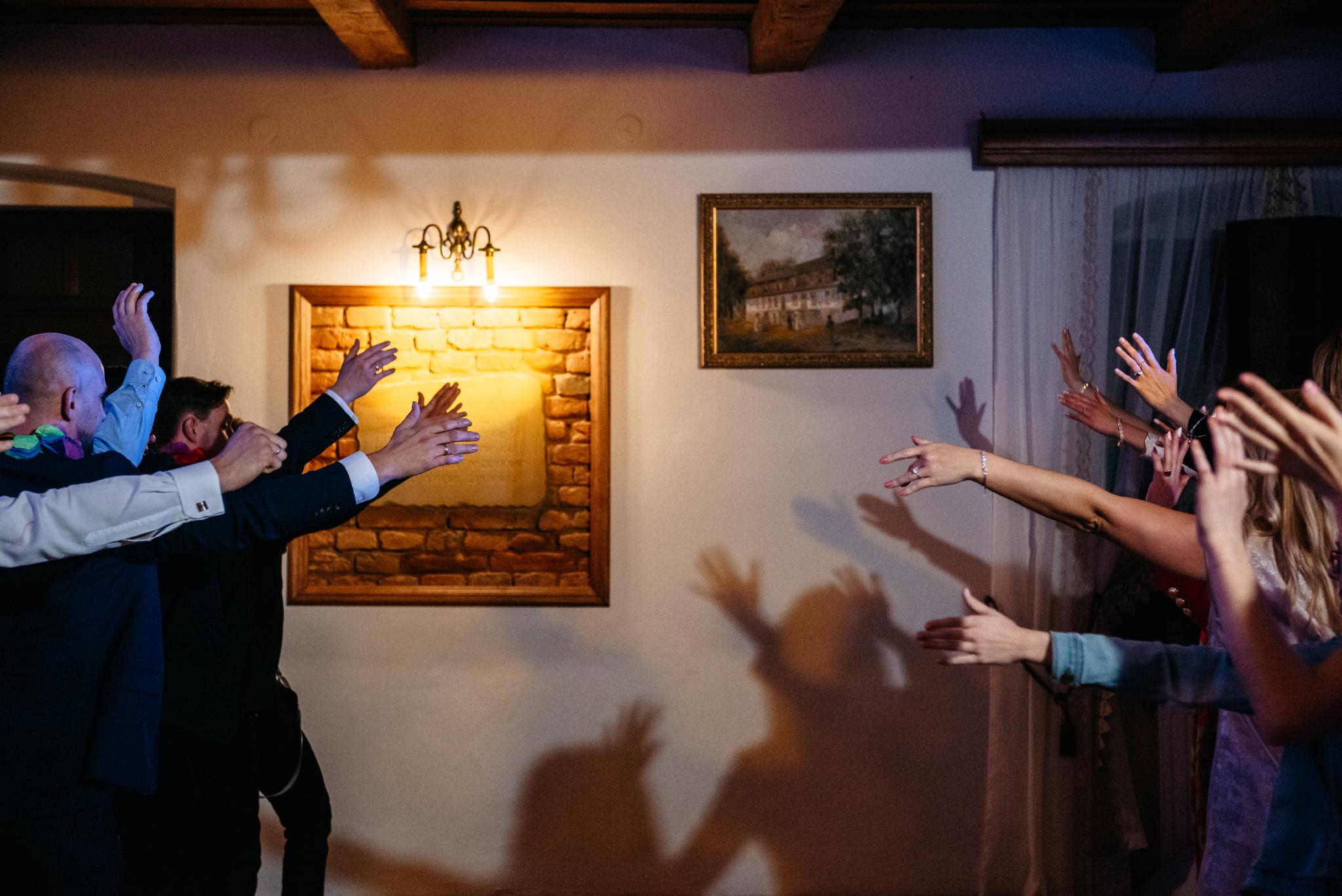 Jeden czy dwóch fotografów na ślub? | Wesele w Dworku Krościenko Wyżne 46