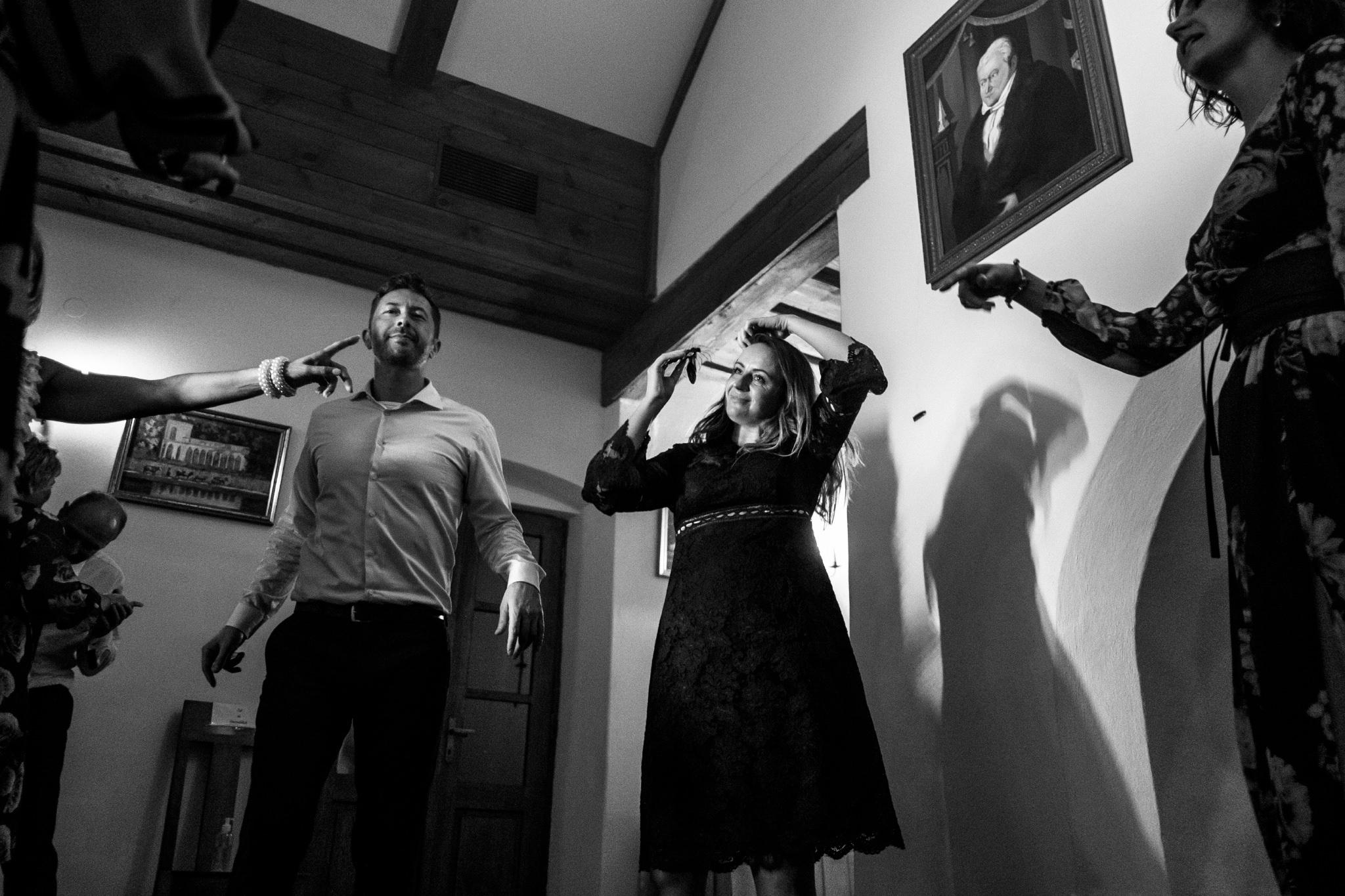 Jeden czy dwóch fotografów na ślub? | Wesele w Dworku Krościenko Wyżne 43