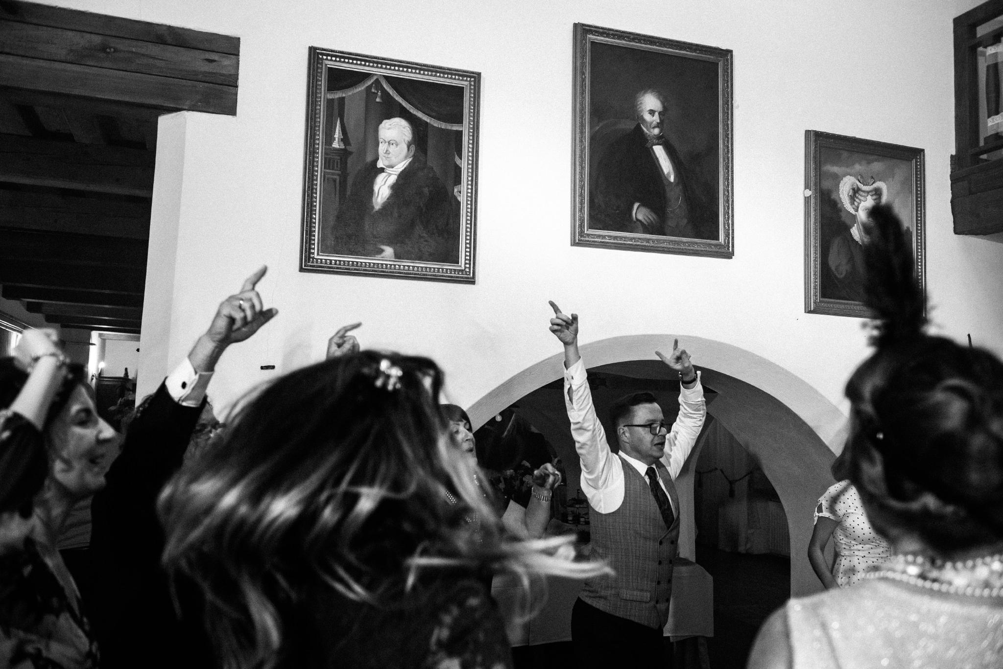 Jeden czy dwóch fotografów na ślub? | Wesele w Dworku Krościenko Wyżne 49