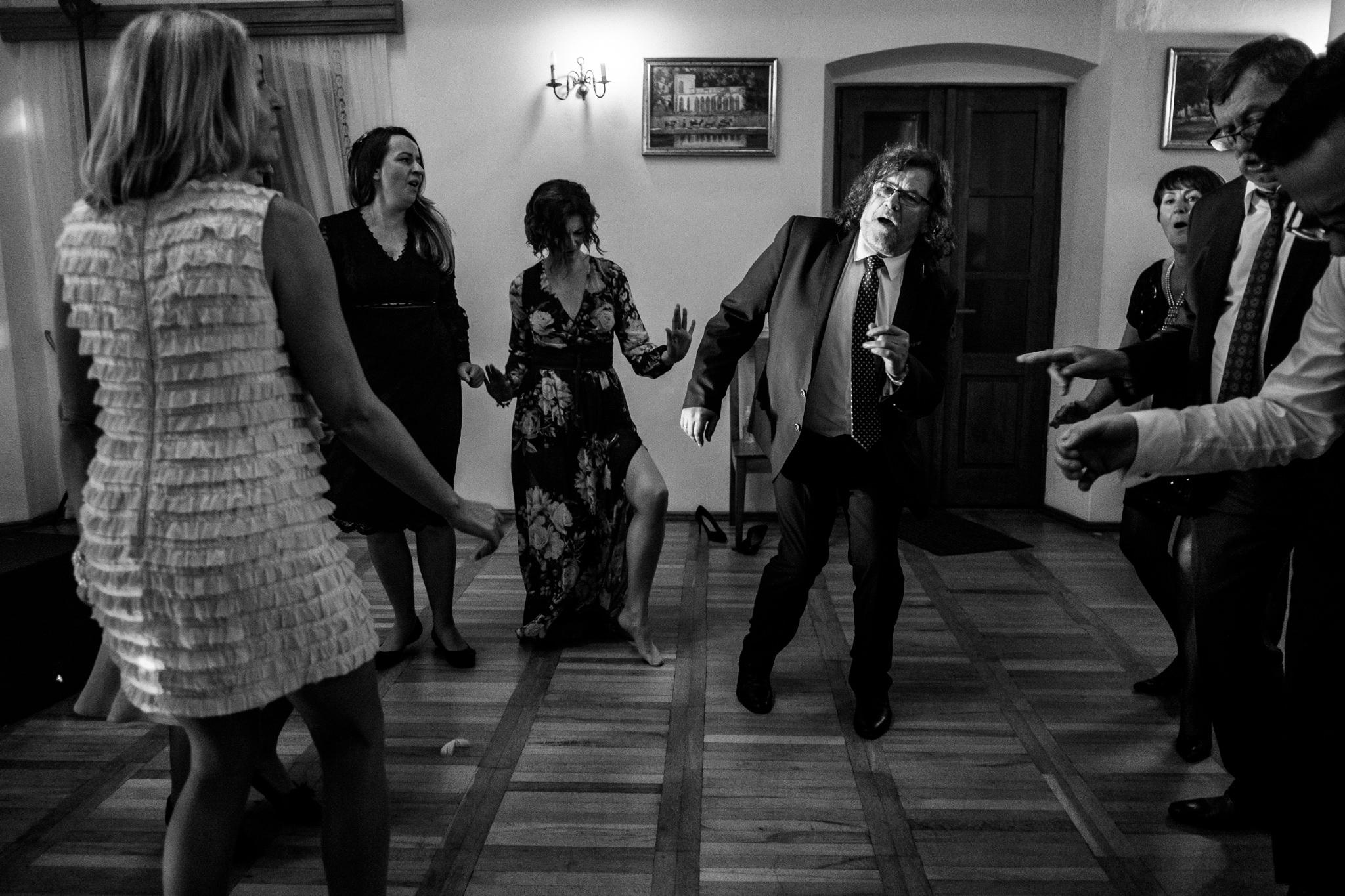 Jeden czy dwóch fotografów na ślub? | Wesele w Dworku Krościenko Wyżne 51