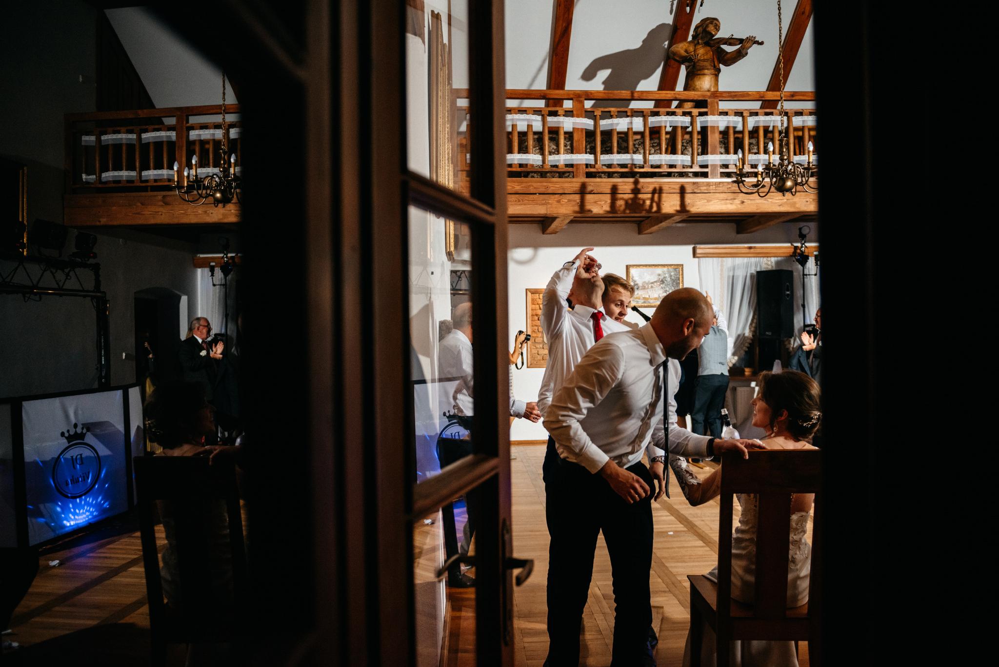 Jeden czy dwóch fotografów na ślub? | Wesele w Dworku Krościenko Wyżne 57